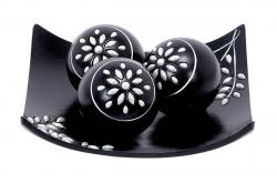 Декоративная тарелка с шарами